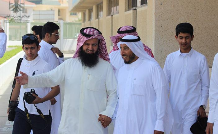 زيارة وفد ( معلمين – طلاب ) من ثانوية ليلى بالأفلاج إلى المجمع