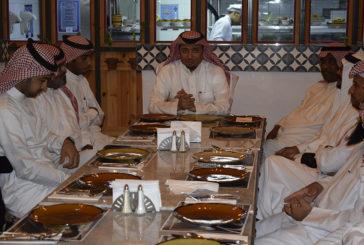 وجبة عشاء لتكريم المعلمين و الموظفين المتميزين للعام 1437-1438 هـ