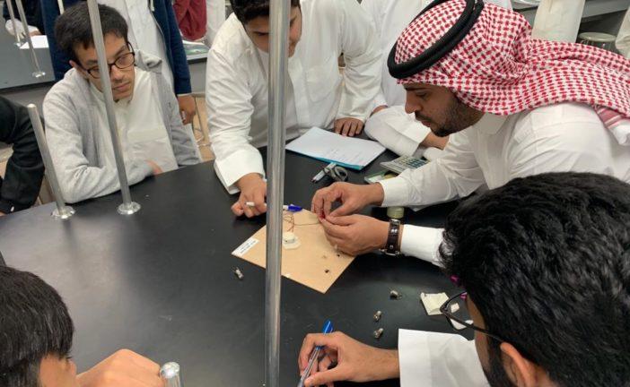 عمل تجربة استهلالية لدرس الدوائر الكهربائية باشراف الاستاذ علي ال رضوان